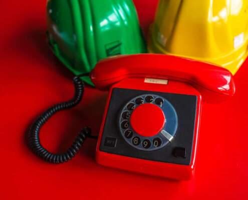 """Das """"rote Telefon"""" im Besucherzentrum des F60 in der Lausitz"""