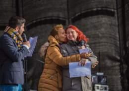 """Die Musikerin Jocelyn B. Smith und Ali Can auf der Abschlusskundgebung der Demonstration """"Gegen Rassismus im Bundestag"""""""