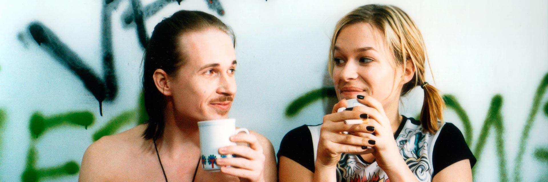 Franka Potente und Teemu Aromaa in dem Film Downhill City von Hannu Salonen